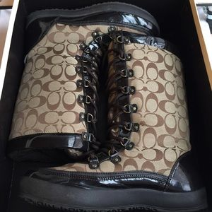 COACH PEGGY LOGO WINTER BOOTS SIZE 9.5M
